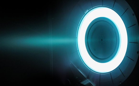 Satellite plasma thruster